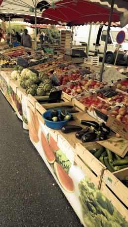 More food available at a farmers market (taken on phone)